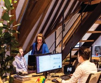 3 medewerkers van Providers.nl die internet, mobiel en energie vergelijken
